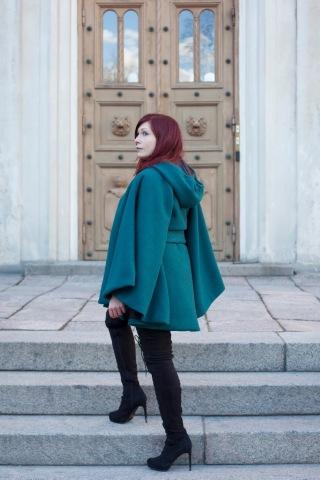 Hupullinen viitta on valmistettu 100% villasta. Kuva: Misorella / www.misorella.blogspot.com