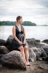 Asiakkaalle valmistui naisellinen minimekko poronnahkasta. Kuva; Bella Photo